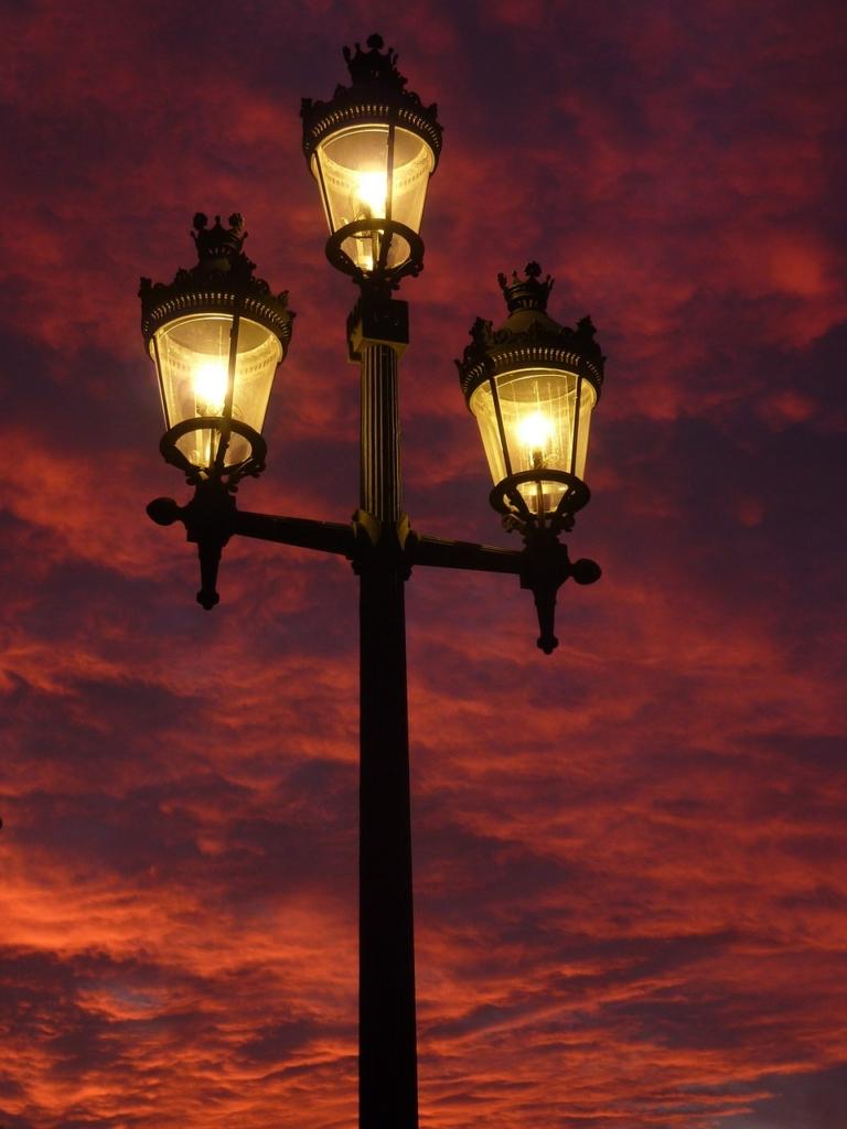 street-lamp-392095_1280