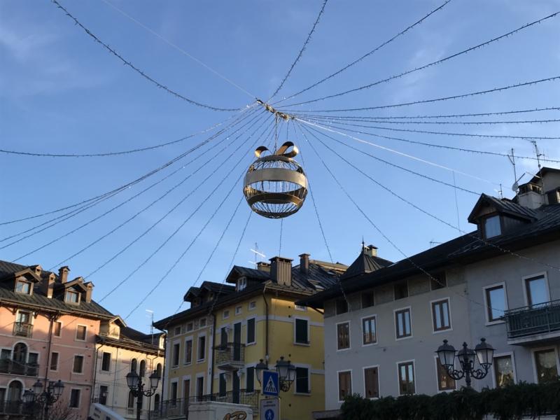 palla di natale gigante di luminarie - soggetto 3 d